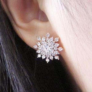 Cute Snowflakes Rihnestone Stud Earrings